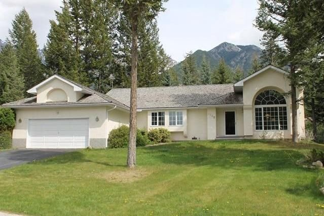 Cozy 3 Bedroom Executive Home with Comfy Beds on the Golf Course., Ferienwohnung in Fairmont Hot Springs
