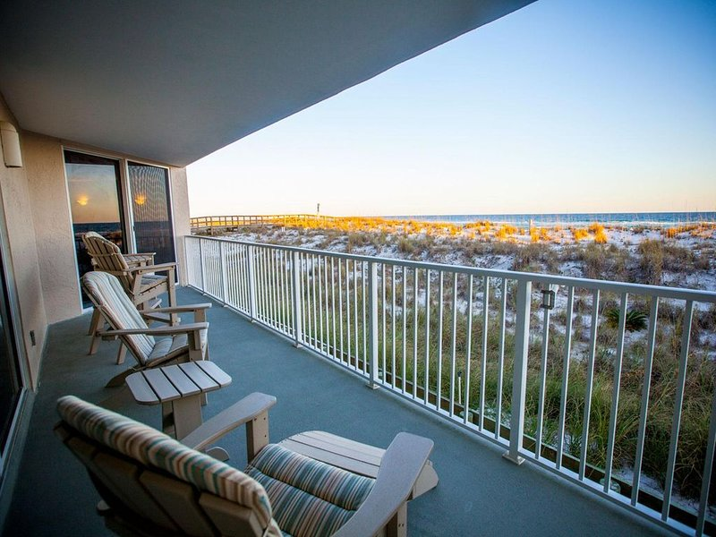 Beautiful Gulf Front 2 Bedroom / 2 Bath Beach Condo at Starboard Village #212, vacation rental in Pensacola Beach