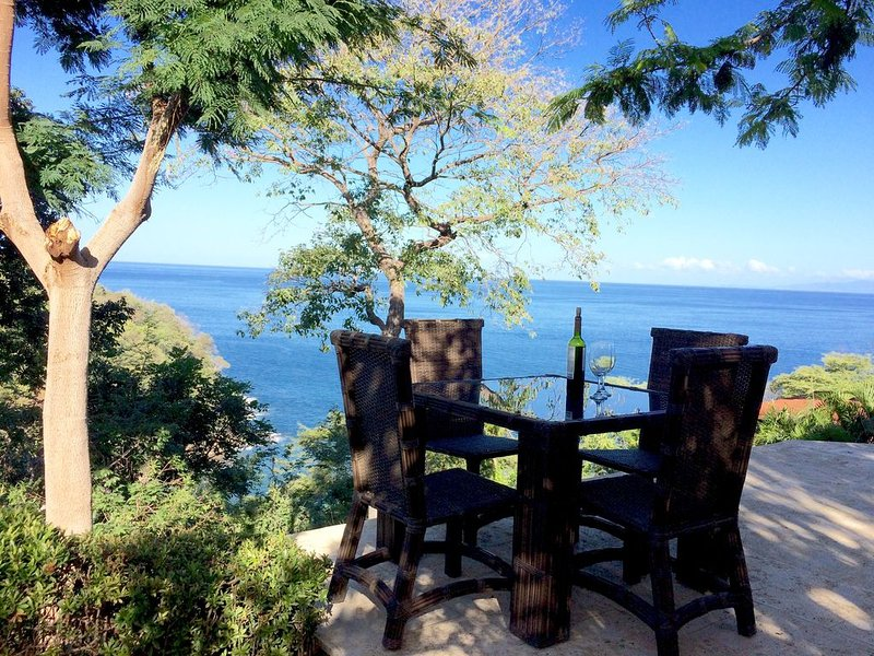 Gorgeous Villa with breathtaking views, a beautiful beach, & two infinity pools, vacation rental in Nuevo Colon