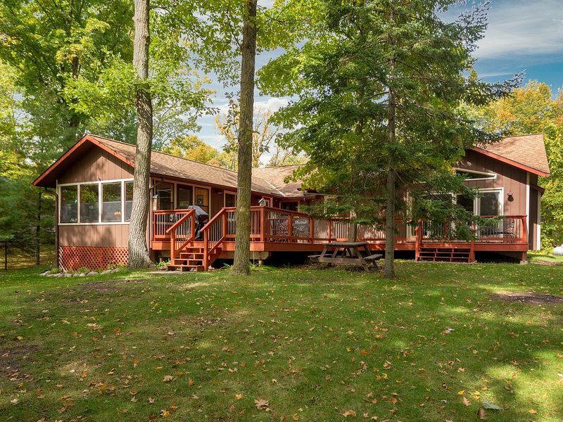 'Up North' and Updated Vacation Home on  Mule Lake that Won't Disappoint, holiday rental in Longville