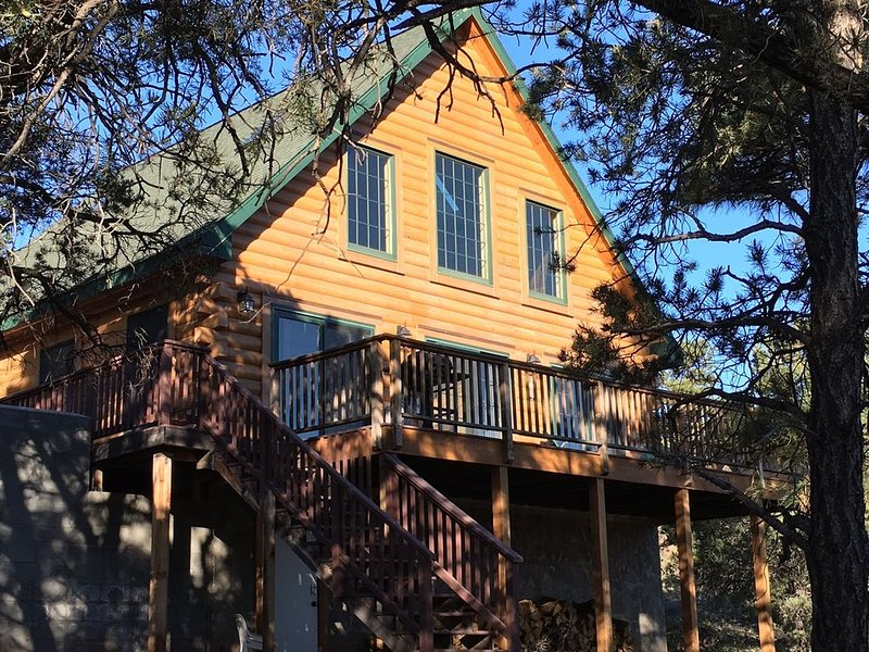 Lovely Log Cabin - Grand Canyon  December Flash Sale- stay 2 nights 3rd is free, location de vacances à Williams
