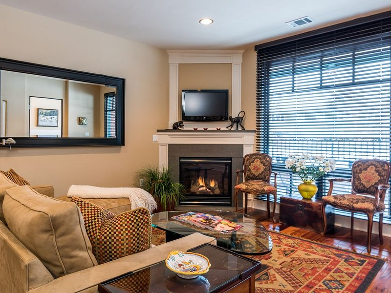 Comfortable Luxury in Walk-to-Downtown/Close to Ski Lifts Location, Ferienwohnung in Ketchum