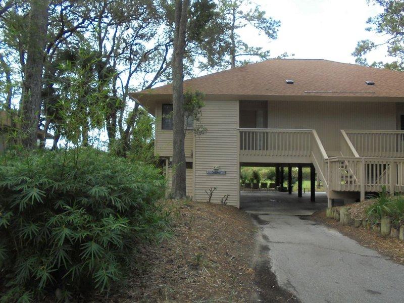 Relaxing resort home, newly renovated, aluguéis de temporada em Edisto Beach