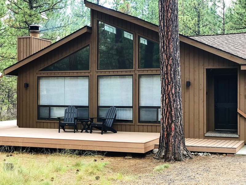 3 BR Home, 1 Block to Glaze Meadow Rec Complex, Hot Tub, holiday rental in Sisters