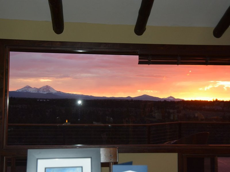 BEST VIEW in BEND and  located close to town, holiday rental in Tumalo