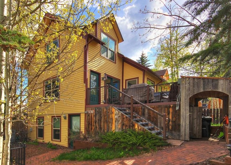 Modern Downtown Home with Breathtaking Views, vacation rental in Breckenridge
