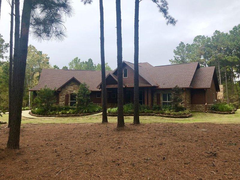Sam Rayburn LakeFront Home - Built in 2016, casa vacanza a Bronson