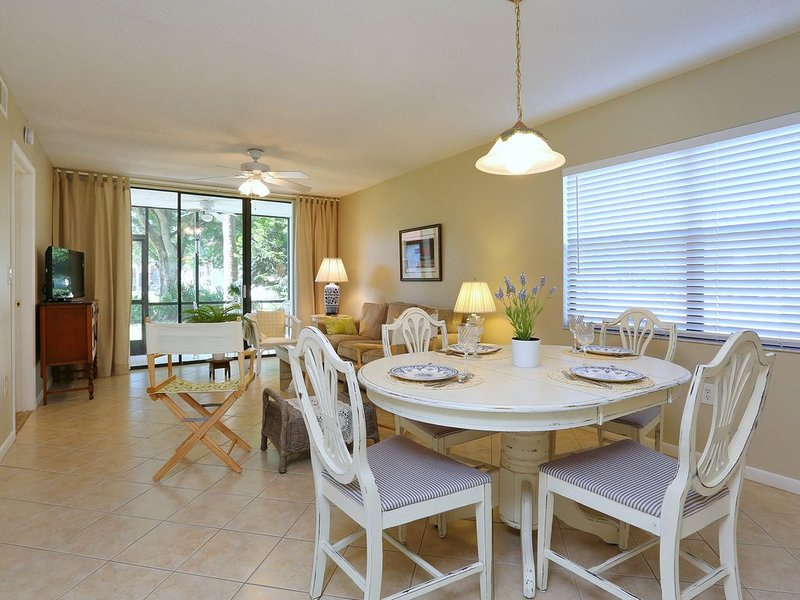 Dining room, Living room, Lanai