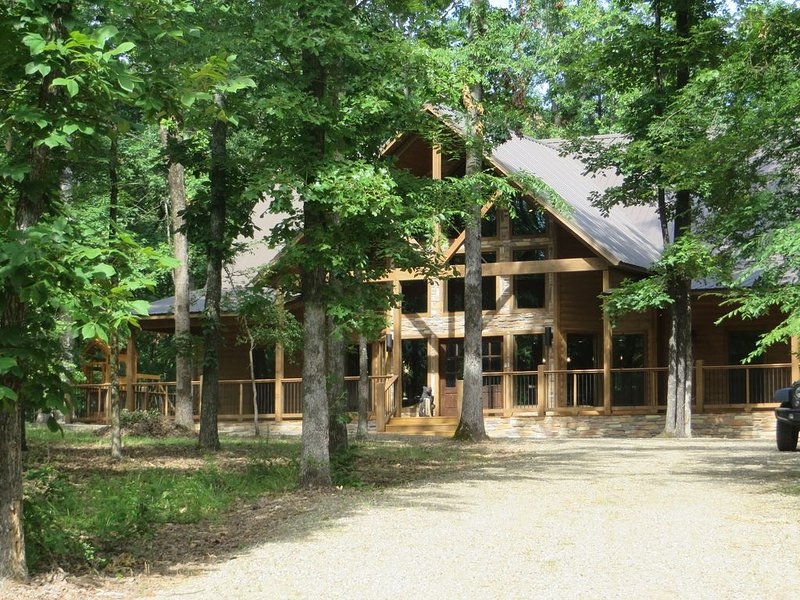 FAMILY ORIENTED~5 MASTERS~CENTRALLY LOCATED TO AREA ATTRACTIONS, vacation rental in Broken Bow