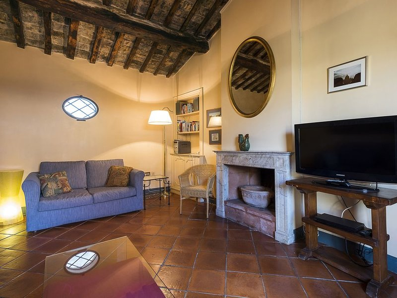 Charming Terraced Penthouse on Quiet Street in Historic Rome, Ferienwohnung in Vatikanstadt