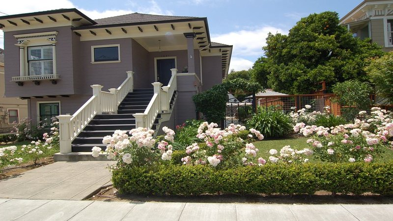 WALK TO IT ALL!  Come Enjoy March Deals!! Only 1 block to Downtown Na, vacation rental in Napa Valley