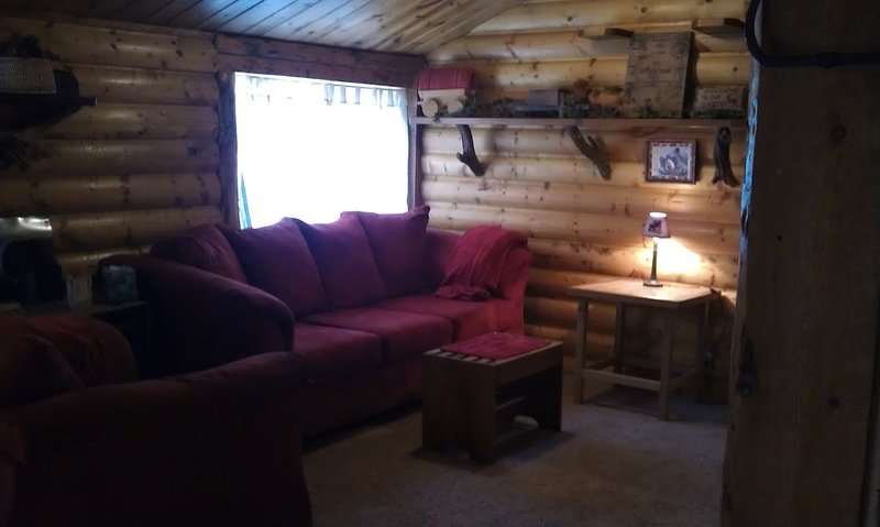 Wendy's Cottages ( Canyon Escape ), private hot tub, river, 3  Bedrm,  sleeps 5, vacation rental in Drake