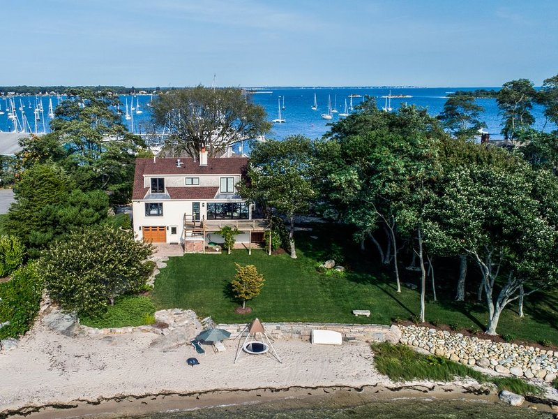 Exclusive Family Friendly Waterfront Property with Two Private Sandy Beaches, alquiler vacacional en Groton
