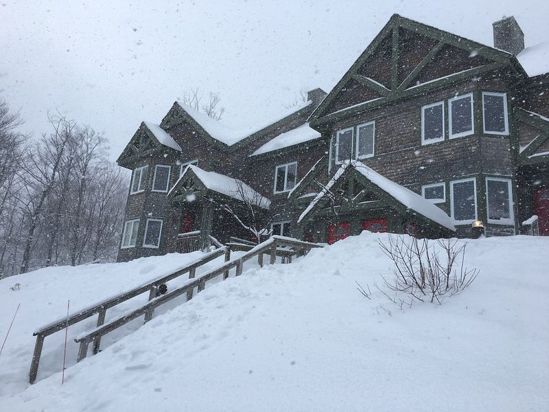 Ski-in/Ski-out Village Condo with Two 2 BR/2 BA Connecting Units!, Ferienwohnung in Mansonville