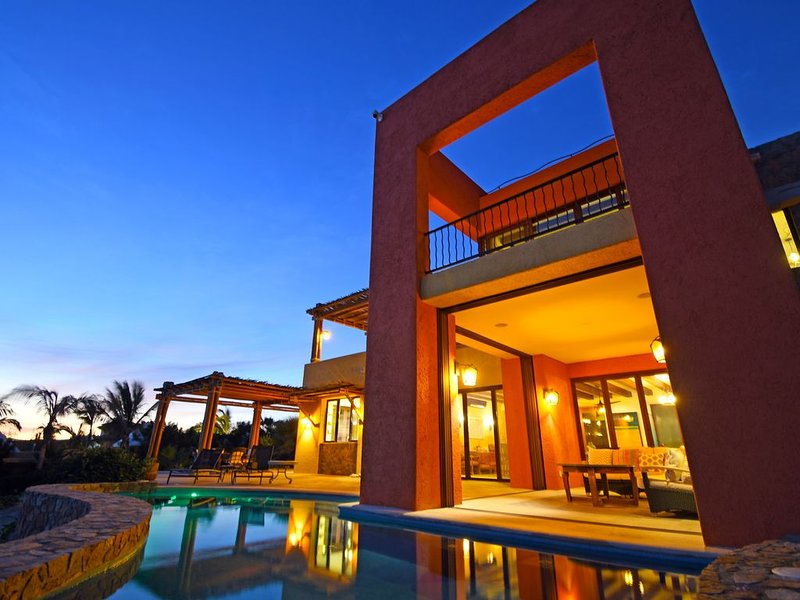 Casa Duna - private beachfront home w/ heated pool, hot tub and 2 guest casitas, holiday rental in El Sargento
