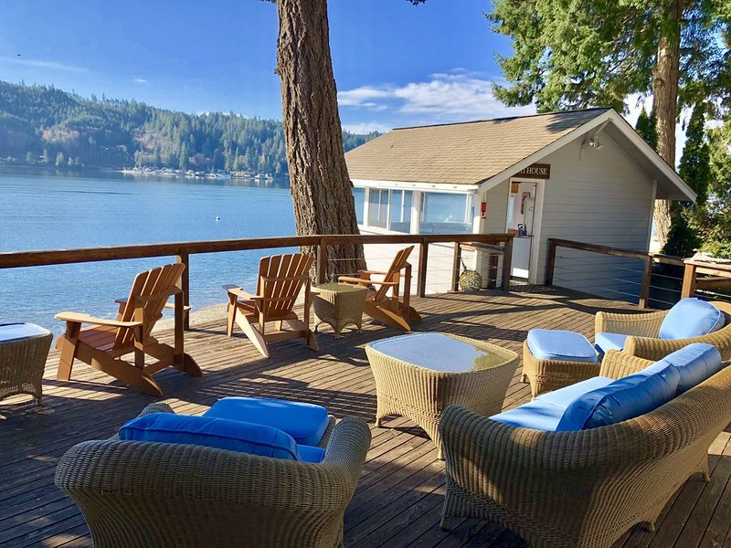 A Waterfront Beach Home On Hood Canal, alquiler de vacaciones en Lilliwaup