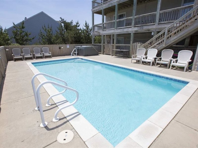Elevator, Family Friendly, Private Pool and Great Location, Sleeps 16, holiday rental in Duck