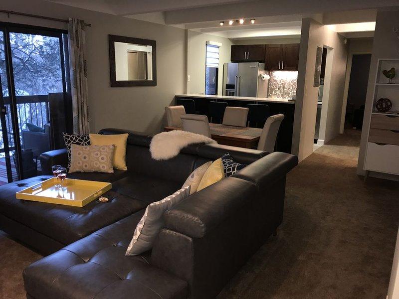 Modern Family Friendly Condo – A short walk to Main St. Frisco - 2br + Den, holiday rental in Frisco