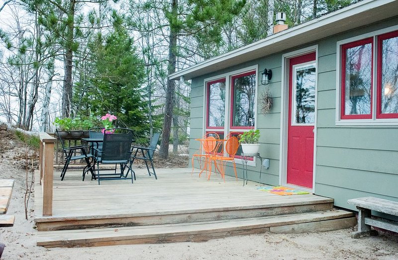 Welcome Skiers/Snowmobilers!  Blueberry Beach House in a Winter Wonderland, holiday rental in Calumet