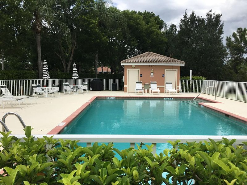 15 Steps to the Pool and 5 Minutes to the Beach! April 2021 Available!, vacation rental in Bonita Springs