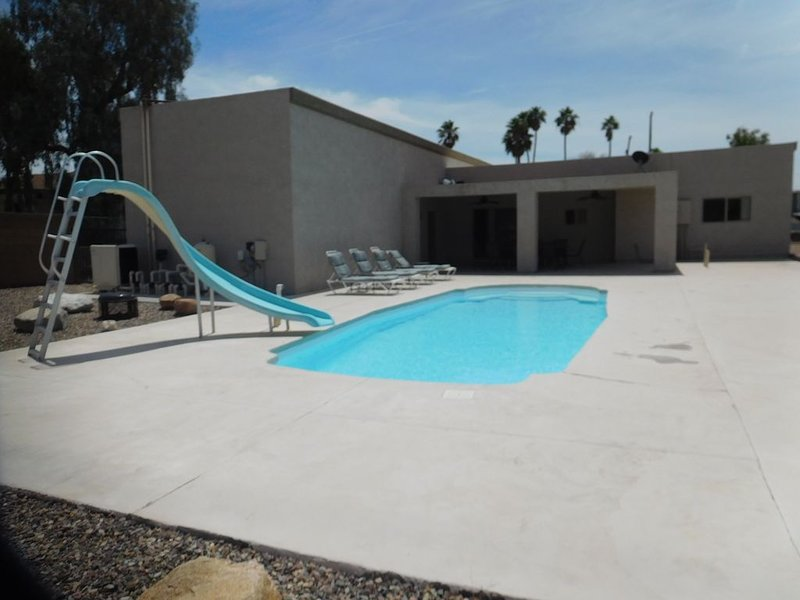 ATTENTION SNOWBIRDS: JANUARY & FEBRUARY 2021 is on SALE !!!!, casa vacanza a Lake Havasu City