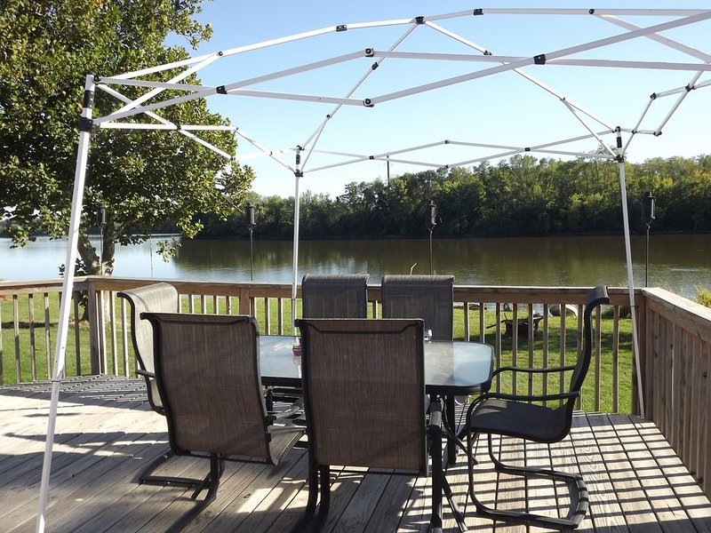 Vacation Cottage On The Rock River In The Quad Cities, vacation rental in Port Byron