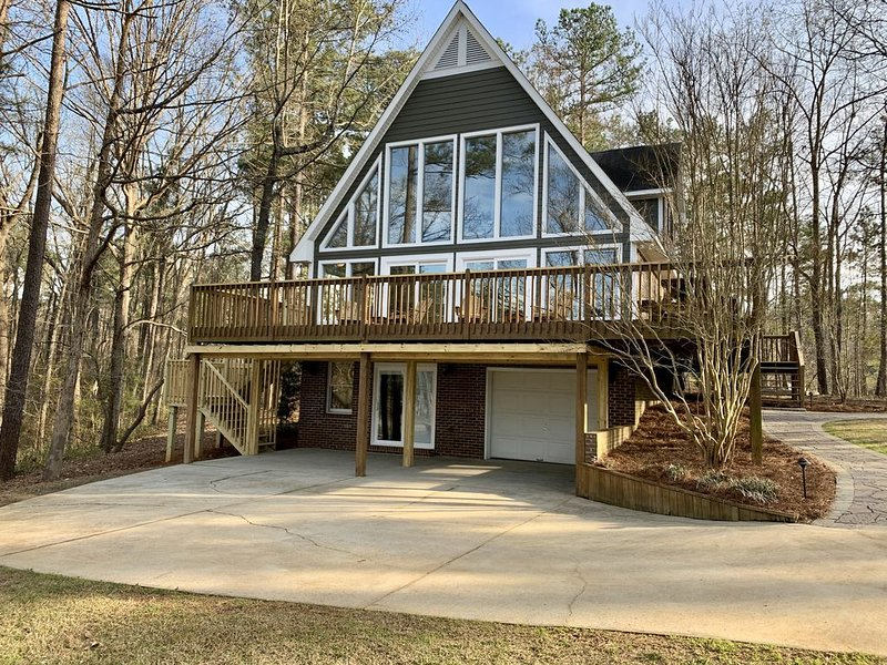 Beautiful And Quiet Lake Wateree Getaway! **Completely Remodeled 2019!*, location de vacances à Camden