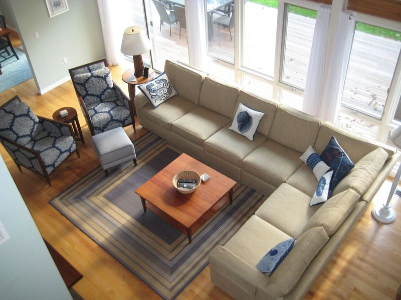Beautiful spacious retreat - great for families and entertaining - Sleeps 11 +, vacation rental in Falmouth