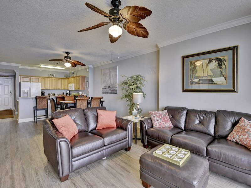PENTHOUSE Unit with Reserved Parking & Free Daily Front-Row Beach Chairs, alquiler de vacaciones en Panama City Beach