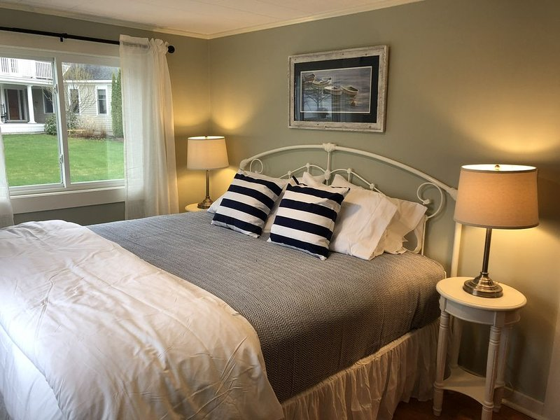 Steps from Mothers Beach in Kennebunk, holiday rental in Kennebunks