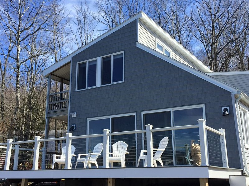 Recently renovated 4 bedroom lakefront house in The Berkshires., holiday rental in Lanesboro