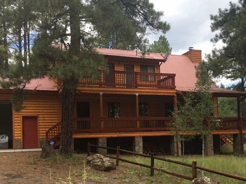 FAMILY SIZE CABIN IN THE PINES, aluguéis de temporada em Greer