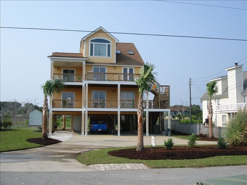 Clean, Family Home at the Point!! Hi-speed WiFi. Wide beach & amazing sunsets!!, holiday rental in Cedar Point