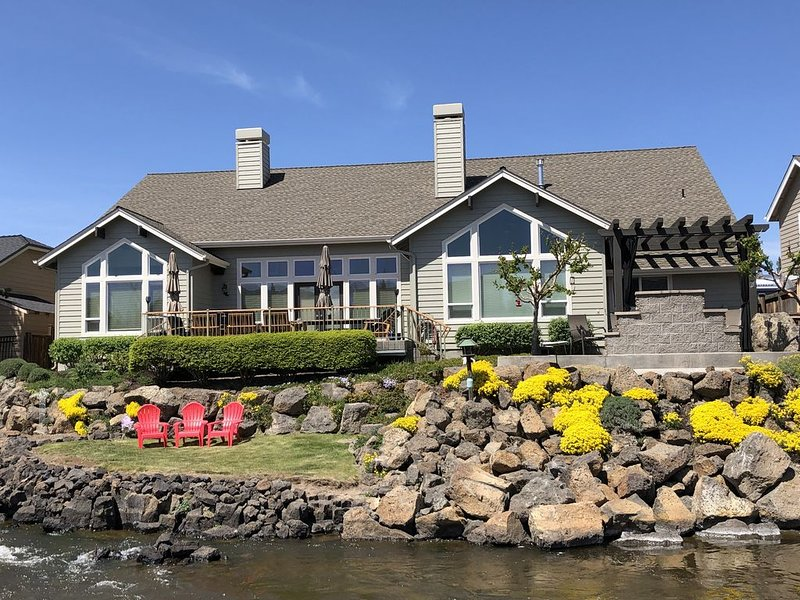 Beautiful Craftsman On Water, Theater, Pool Table, Fire Pit & Spa, casa vacanza a Alfalfa