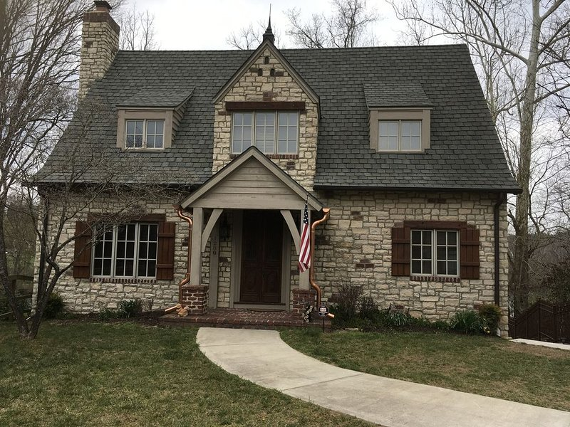 Lakefront Home on Lake Taneycomo, holiday rental in Hollister