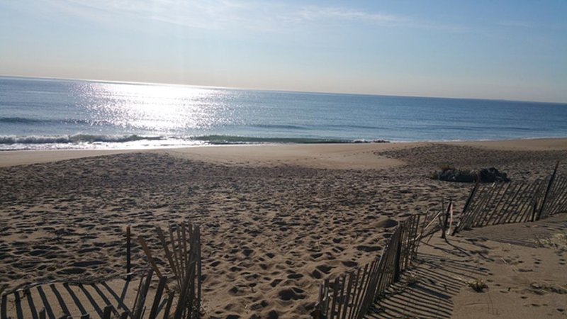 3 BR Salisbury Beach Ocean Front Home - Winter Rental Available, aluguéis de temporada em West Newbury
