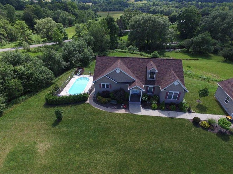 5 bedrooms, 4 baths, and heated pool - 7 mins to Dreams Park, vacation rental in Schuyler Lake
