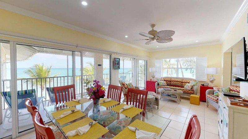 OCEAN FRONT, 7M BEACH, PLANTATION VILLAGE #28, vacation rental in George Town