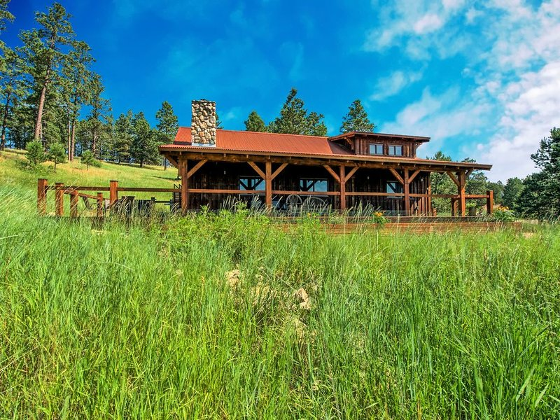 Beautiful Custom Timber Frame Cabin in Beautiful Spring Creek Canyon!, holiday rental in Rockerville