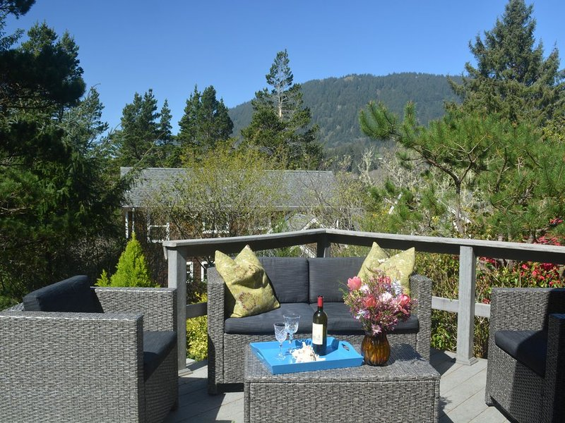 One Level Beach Home: Peek of the Ocean/Neahkahnie Mt view - $185.00 summer rate, vacation rental in Manzanita