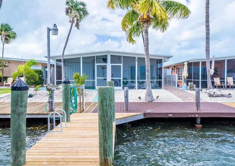 Perfect Family or Couple vacation.  Pet friendly, holiday rental in Key Colony Beach
