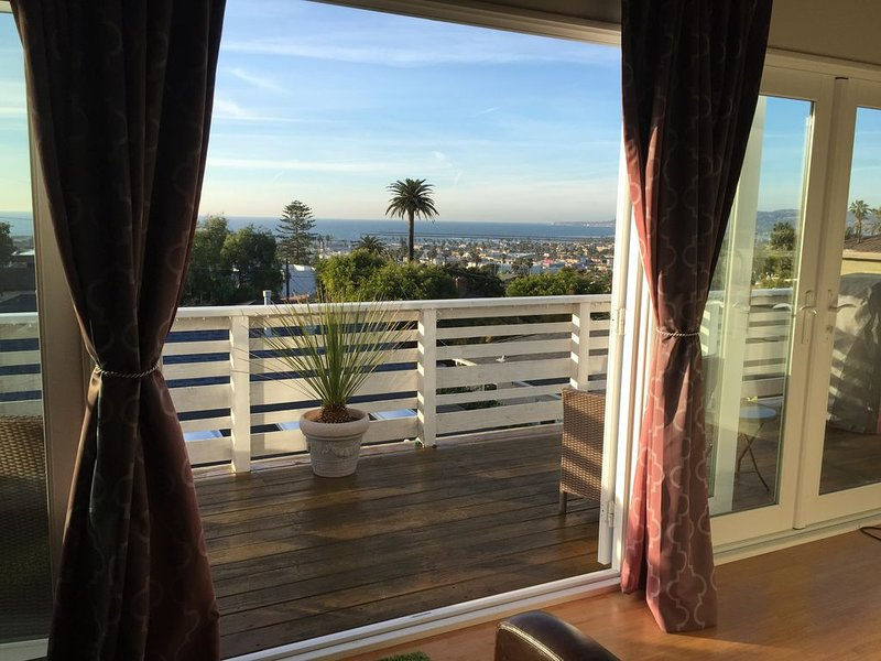 Panoramic Ocean View Guesthouse, 5 blocks to beach in Ocean Beach, vacation rental in San Diego