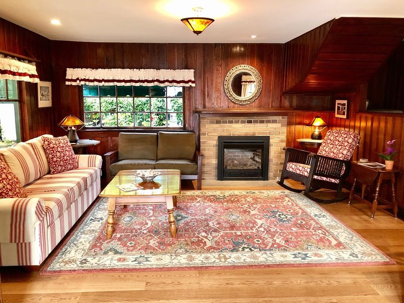 Adorable Seabright Bungalow - Steps to the Beach!, vacation rental in Santa Cruz