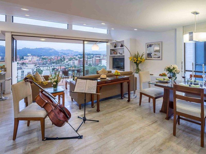 Luxury Penthouse In Heart Of Cuenca Historic City Center with Panoramic Views, alquiler de vacaciones en Cuenca