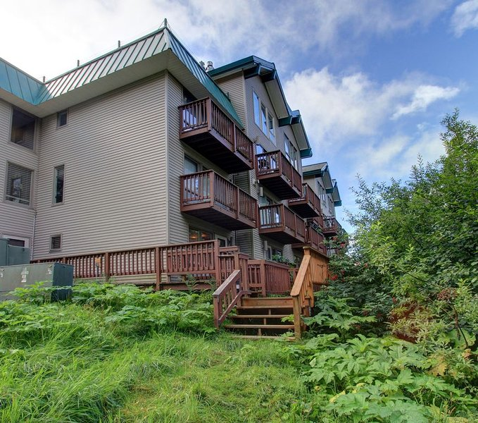 Two Bedroom Ski-in-Ski-out Condo at the base of Alyeska Ski Resort, alquiler de vacaciones en Girdwood