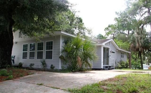 800 Feet to the Beach!  ( 6 minute walk ) Wifi, alquiler de vacaciones en Daufuskie Island