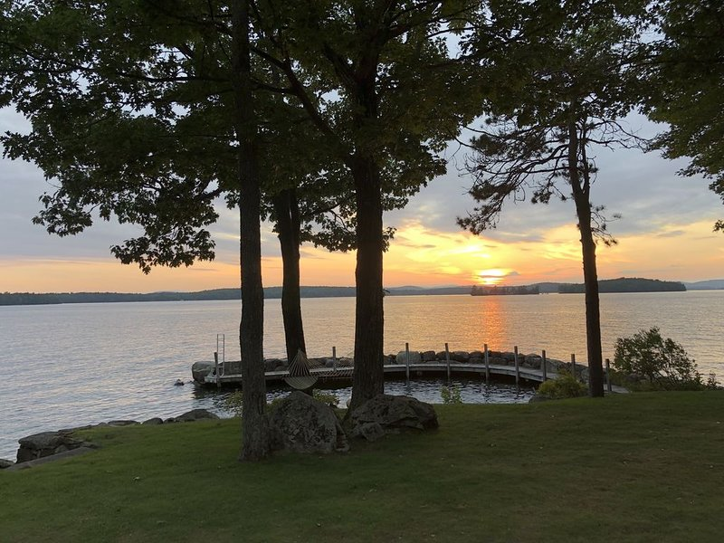 West Facing Winnipesaukee Waterfront -- Private Dock & Amazing Sunset!!!, vacation rental in Moultonborough
