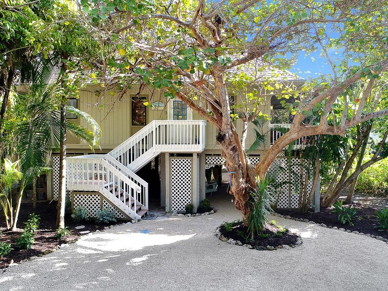 Journey's end on Captiva Island! Steps to village and beach.$500 off Apr 22-29 !, alquiler de vacaciones en isla de Captiva