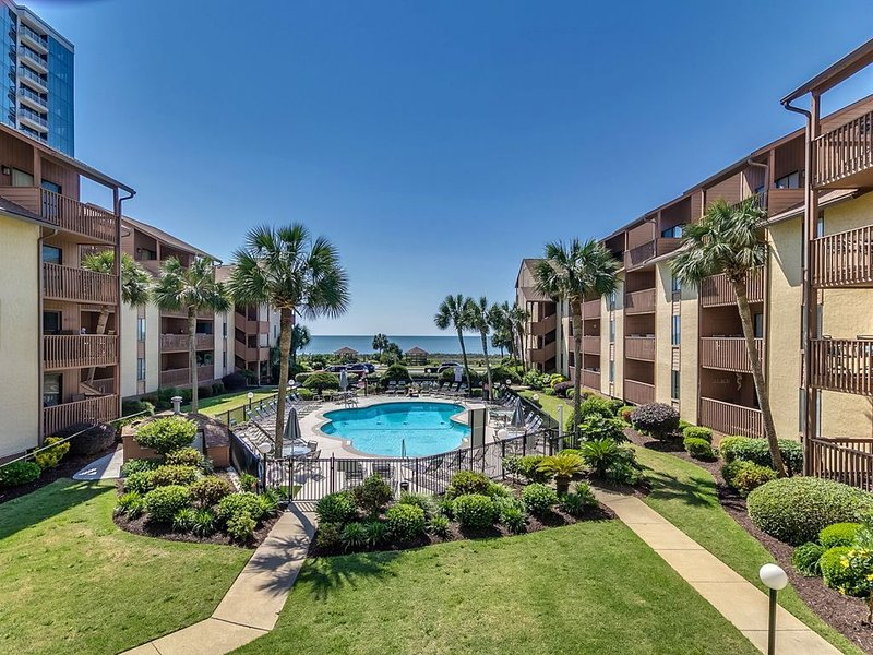Beautiful, Family Friendly, Oceanfront 3 Bedroom Condo With Pool At Anchorage 2, aluguéis de temporada em Myrtle Beach