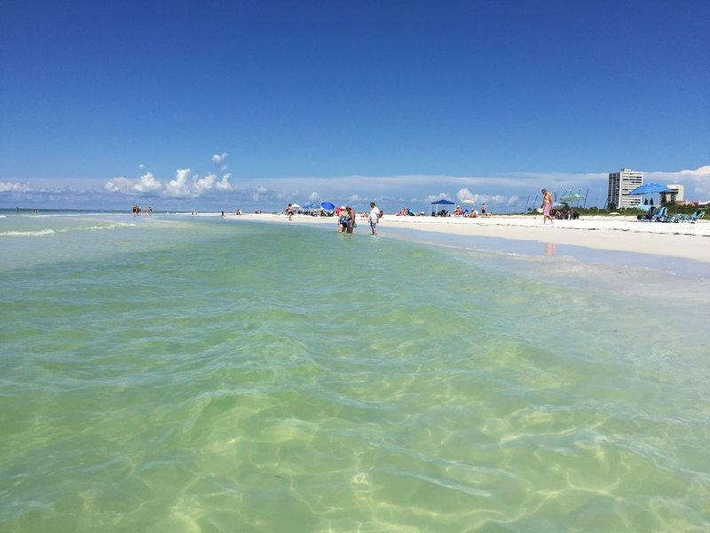View World-famous Siesta Beach from Lanai!  Closest Condo Complex to the Beach, vacation rental in Siesta Key